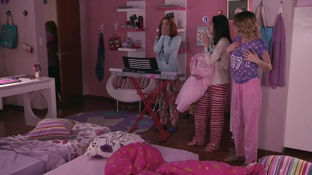 """Momento Musical: Fracesca, Violetta y Camila ensayan """"Encender nuestra luz"""" - Violetta"""