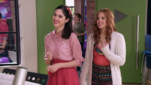 "Momento Musical: Violetta, Cami y Fran interpretan ""A mi lado"" - Violetta"