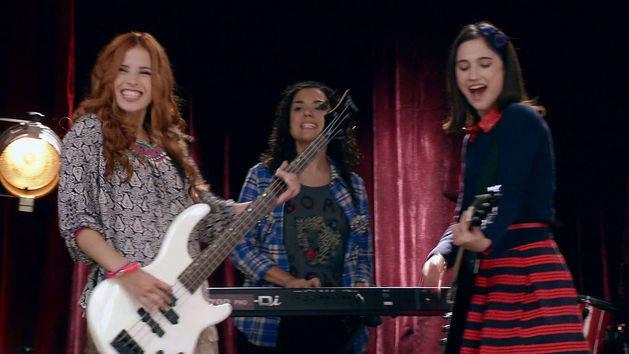 """Momento Musical: Alba, Fran y Camila cantan """"Encender Nuestra Luz"""" - Violetta"""