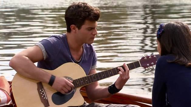 "Momento Musical: Diego canta ""Yo Soy Asi"" - Violetta"