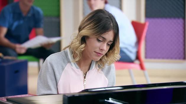 """Momento Musical: Violetta canta """"Abrázame y verás"""" - Violetta"""