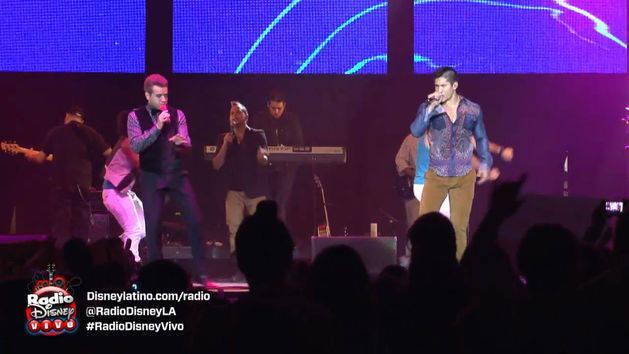 Chino y Nacho cantan ¨Regálame Un Muack¨