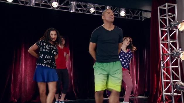 """Momento Musical: Los chicos ensayan """"Supercreativa"""" en el estudio - Violetta"""