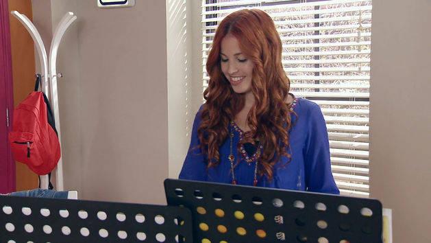 "Momento Musical: Camila y Fran cantan ""A Mi Lado"" - Violetta"