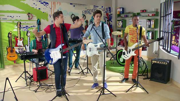 """Momento Musical: los chicos de Boys Band ensayan """"Solo pienso en ti"""" - Violetta"""