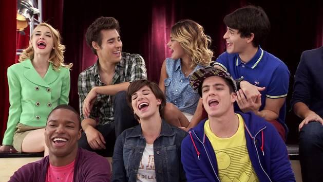 "Momento Musical: Todos ensayan ""Crecimos juntos"" - Violetta"