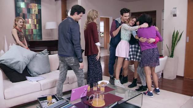 """Momento Musical: Todos ensayan """"Esto no puede terminar"""" - Violetta"""