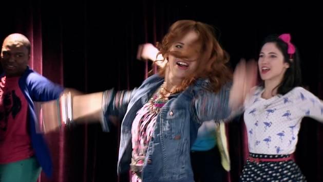 """Momento Musical: Los chicos ensayan """"En Gira"""" - Violetta"""