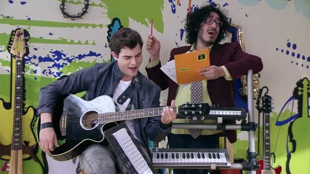"""Momento Musical: Diego ensaya """"Es mi pasión"""" - Violetta"""