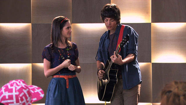 Fran y Marco cantan en inglés - Violetta