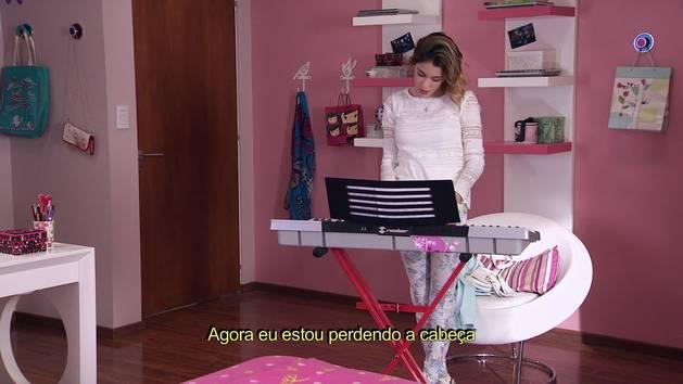 """Momento Musical: Violetta canta """"Ser quien soy"""" ao piano - Violetta"""