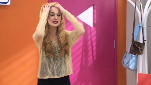 "Ludmila canta en inglés ""Destinada a brillar"" - Violetta"