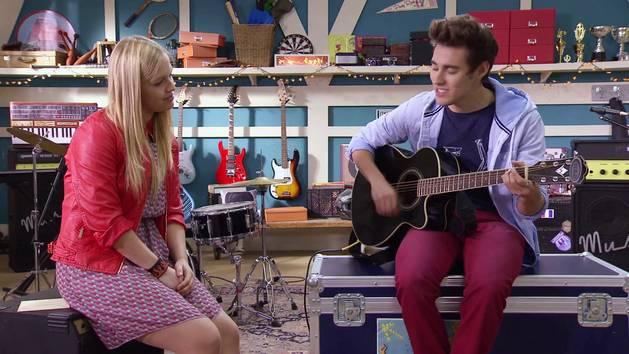 """Momento Musical: León y Matilda cantan """"In My Dreams"""" - Violetta"""