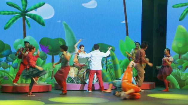 El baile de la selva - Topa en Junior Express