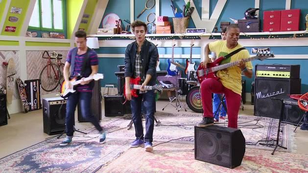"Momento Musical: Los chicos de Boys Band tocan ""Mi Princesa"" - Violetta"