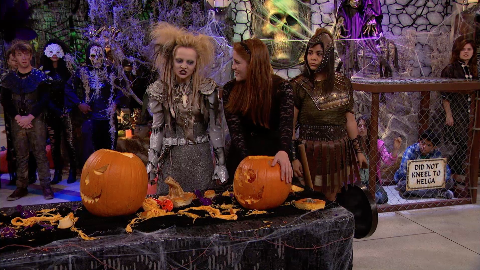 """""""Susto no Halloween"""" - Liv e Maddie"""