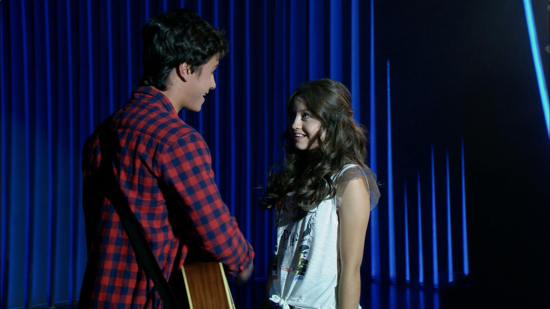 Luna y Simón cantan Eres - Momento Musical - Soy Luna