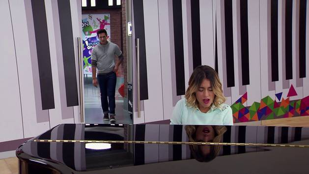 "Momento Musical: Violetta y Alex cantan ""Descubrí"" (Parte 1) - Violetta"