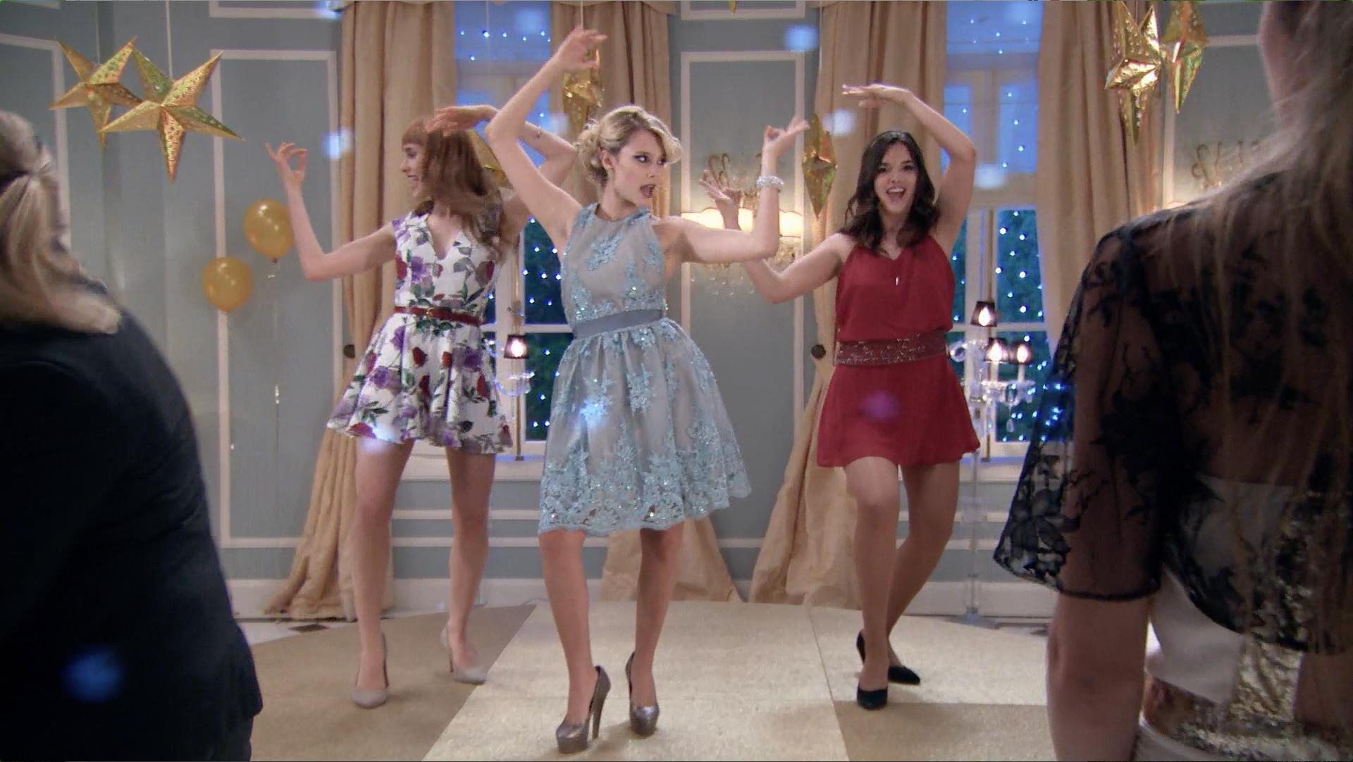Ámbar, Delfina y Jazmín cantan Chicas así - Momento Musical - Soy Luna
