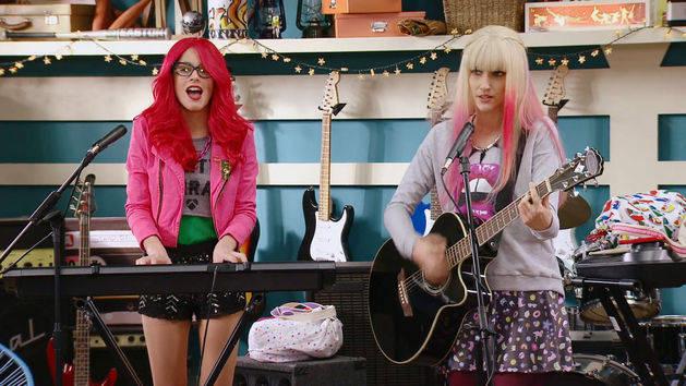 """Momento Musical: Roxy y Fausta interpretan """"Underneath It All"""" - Violetta"""