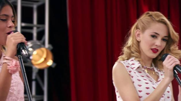 """Momento Musical: Violetta y Ludmila interpretan """"Más que dos"""" - Violetta"""