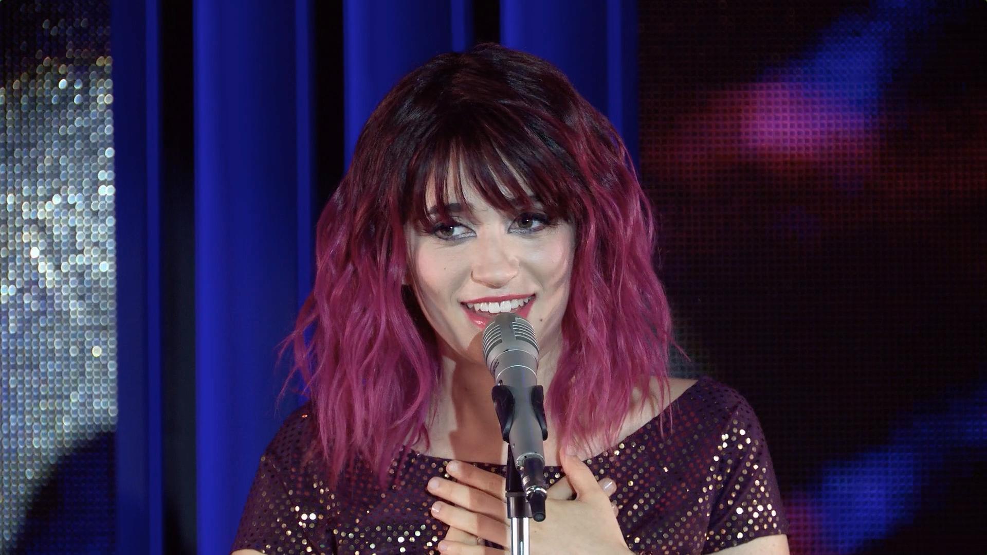 """Felicity canta """"Tengo un corazón"""" - Momento Musical - Soy Luna"""