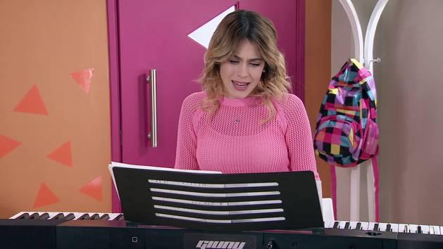 "Momento Musical: Violetta ensaya ""Descubrí"" - Violetta"