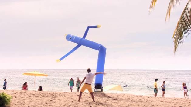 Dançando com um boneco! - Teen Beach Movie 2