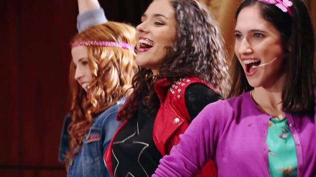"""Momento Musical: Fran, Naty y Camila interpretan """"Encender nuestra luz"""" - Violetta"""