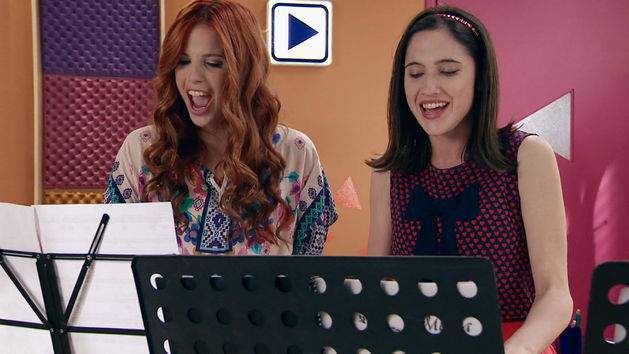 "Momento Musical: Francesca y Camila cantan ""Aprendí a decir adiós"" - Violetta"