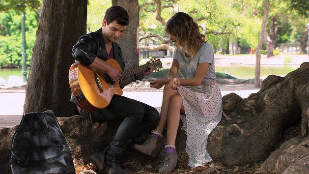 Diego le canta a Violetta - Violetta