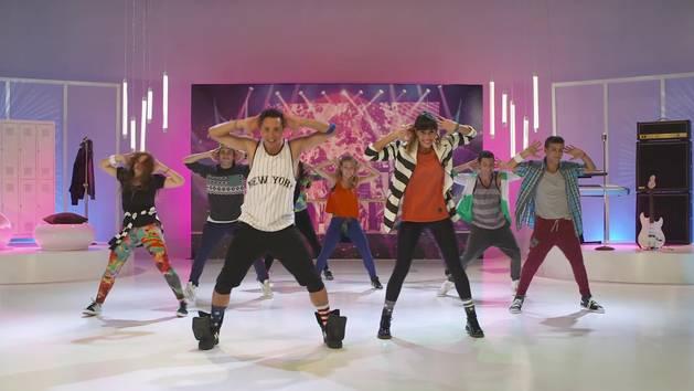 "¡Vamos a bailar! – Dance Along ""En mi mundo"" - Violetta"