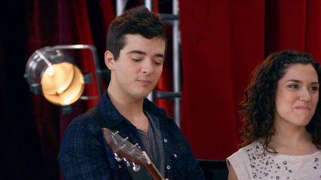 """Momento Musical: Seba, Cami y Naty cantan """"Invencibles"""" - Violetta"""