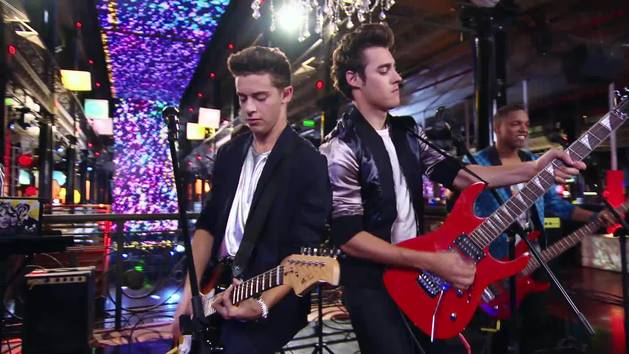 """Momento Musical: Los chicos de Boys Band ensayan """"Mi Princesa"""" - Violetta"""