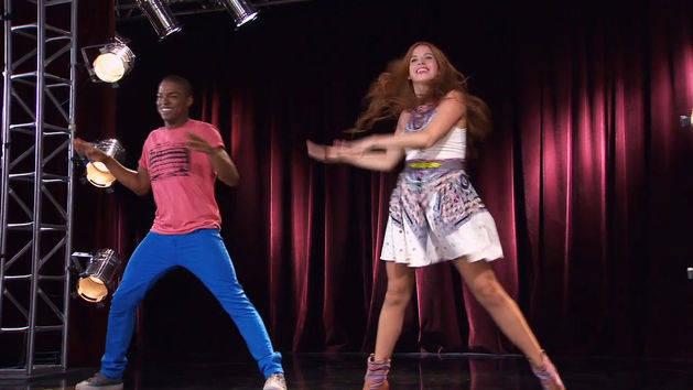 Cami y Broduey bailan - Violetta