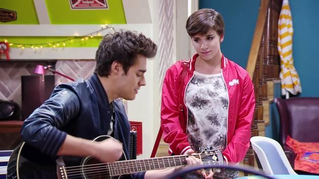 """Momento Musical: León ensaya """"Amor en el aire"""" - Violetta"""