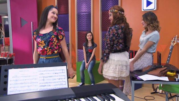 Las chicas cantan con la prima de Francesca - Violetta