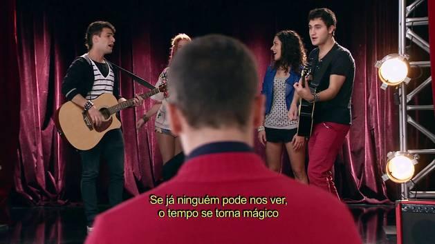 "Momento Musical: Os rapazes do Rock Bones, Cami e Naty cantam ""Invencibles"" - Violetta"