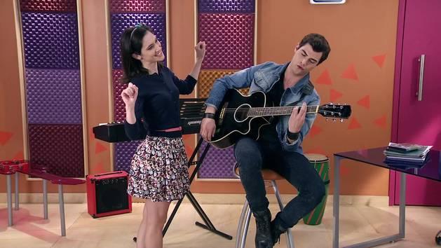 "Momento Musical: Diego y Francesca cantan ""Aprendí a decir adiós"" - Violetta"