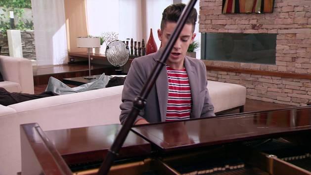"""Momento Musical: Federico canta """"Luz, cámara y acción"""" - Violetta"""