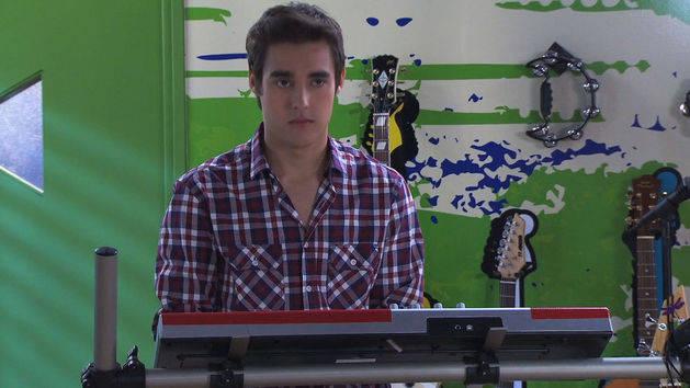 León canta ¨Podemos¨ - Violetta